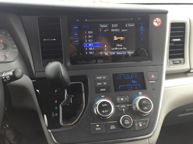 2015 Toyota Sienna LE 8-Passenger - Photo 17 - Honolulu, HI 96818