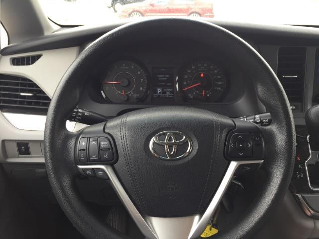 2015 Toyota Sienna LE 8-Passenger - Photo 15 - Honolulu, HI 96818