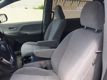 2015 Toyota Sienna LE 8-Passenger - Photo 22 - Honolulu, HI 96818