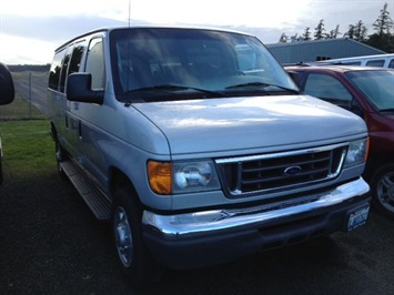 2006 Ford E-Series Van E-350 SD Chateau