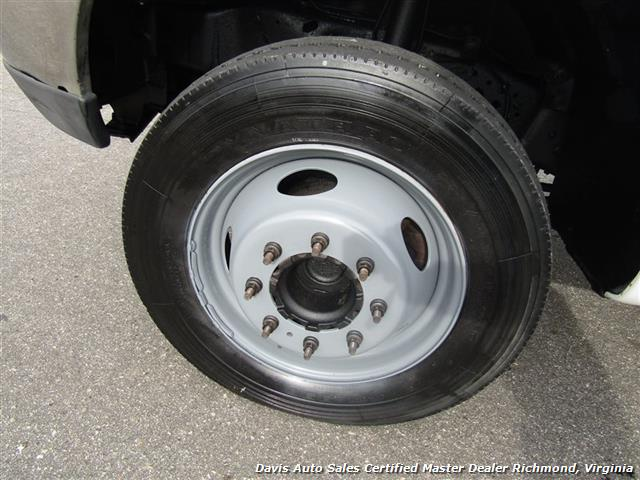 2004 Ford F-550 Super Duty XL Power Stroke Turbo Diesel Regular Cab Refrigerated Box - Photo 9 - Richmond, VA 23237