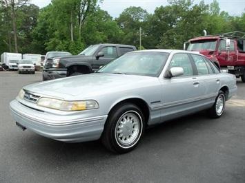 1995 Ford Crown Victoria LX Sedan