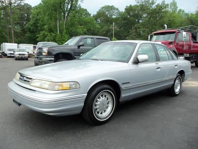 Davis Auto Sales Photos For 1995 Ford Crown Victoria Lx