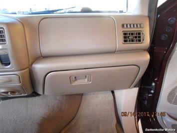 2003 Ford F-250 Super Duty Lariat Crew Cab 4x4 - Photo 47 - Brighton, CO 80603