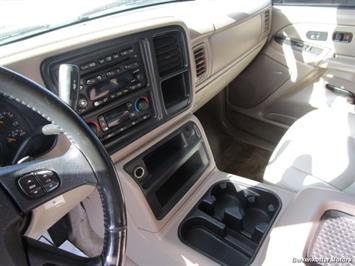 2004 Chevrolet Suburban 1500 LT 4x4 - Photo 18 - Brighton, CO 80603