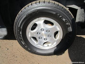 2004 Chevrolet Suburban 1500 LT 4x4 - Photo 13 - Brighton, CO 80603