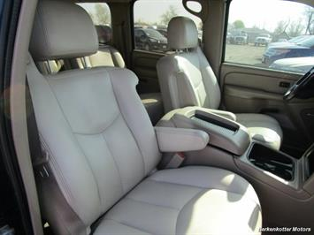 2004 Chevrolet Suburban 1500 LT 4x4 - Photo 25 - Brighton, CO 80603