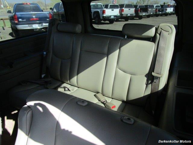 2004 Chevrolet Suburban 1500 LT 4x4 - Photo 21 - Brighton, CO 80603