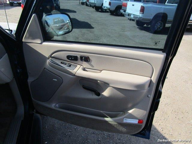 2004 Chevrolet Suburban 1500 LT 4x4 - Photo 23 - Brighton, CO 80603