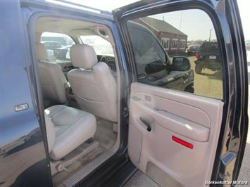 2004 Chevrolet Suburban 1500 LT 4x4 - Photo 27 - Brighton, CO 80603
