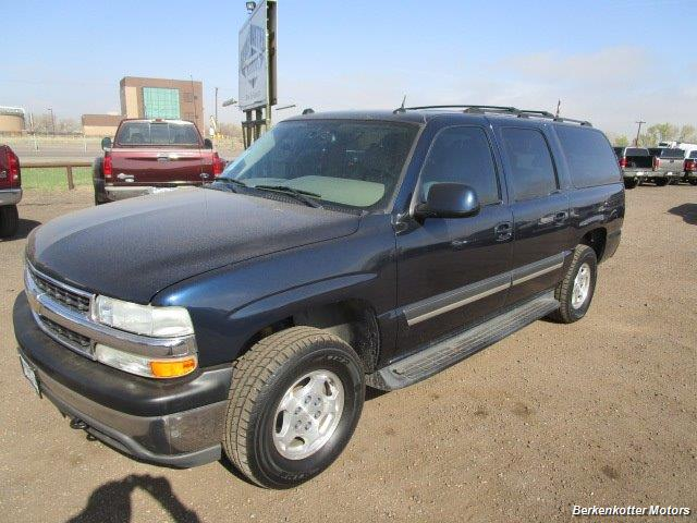 2004 Chevrolet Suburban 1500 LT 4x4 - Photo 2 - Brighton, CO 80603