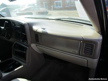 2004 Chevrolet Suburban 1500 LT 4x4 - Photo 26 - Brighton, CO 80603