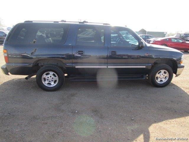 2004 Chevrolet Suburban 1500 LT 4x4 - Photo 9 - Brighton, CO 80603