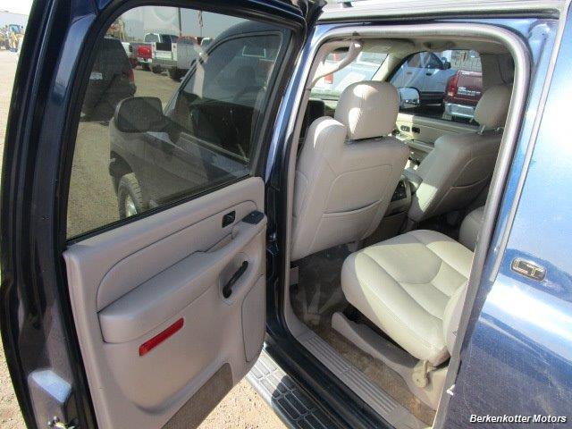 2004 Chevrolet Suburban 1500 LT 4x4 - Photo 19 - Brighton, CO 80603