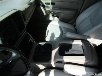 2004 Chevrolet Suburban 1500 LT 4x4 - Photo 17 - Brighton, CO 80603