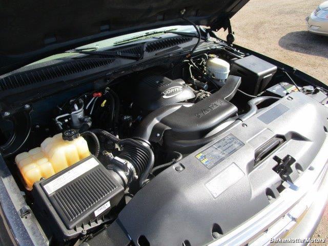 2004 Chevrolet Suburban 1500 LT 4x4 - Photo 31 - Brighton, CO 80603