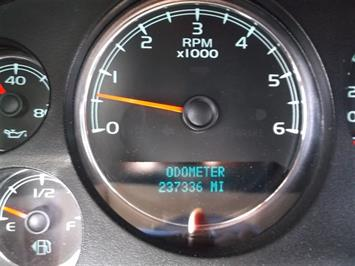 2008 GMC Sierra 2500 SLE Crew Cab 4x4 - Photo 9 - Brighton, CO 80603