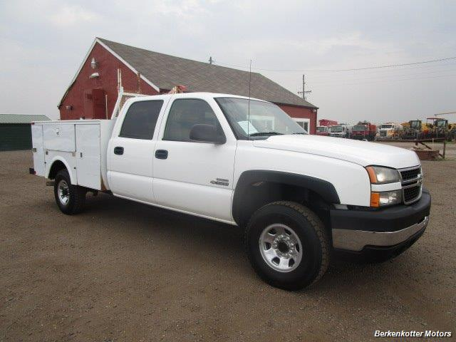 2007 Chevrolet Silverado 3500 Classic LS Crew Cab Utility Box 4x4 - Photo 1 - Castle Rock, CO 80104