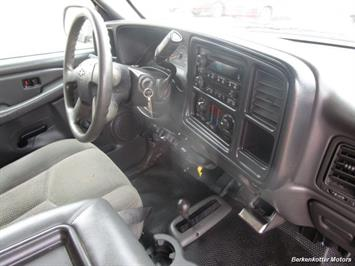 2007 Chevrolet Silverado 3500 Classic LS Crew Cab Utility Box 4x4 - Photo 12 - Castle Rock, CO 80104