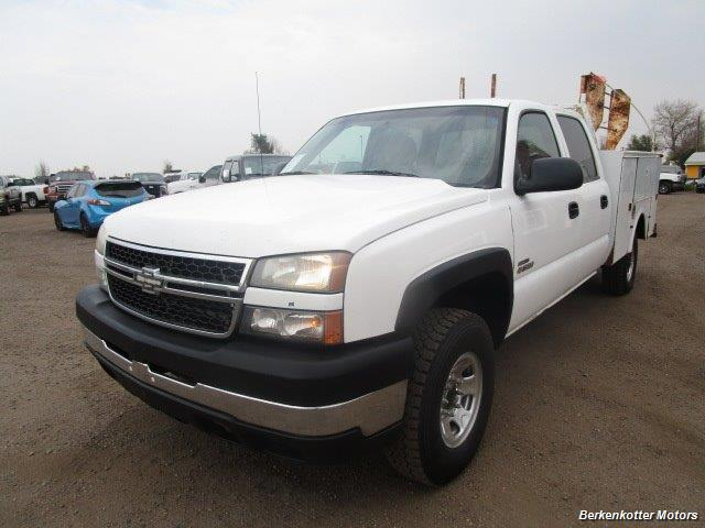 2007 Chevrolet Silverado 3500 Classic LS Crew Cab Utility Box 4x4 - Photo 4 - Castle Rock, CO 80104