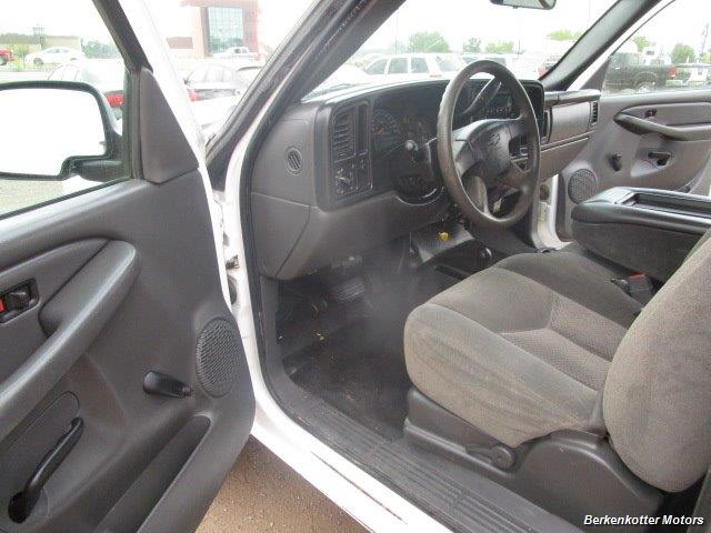 2007 Chevrolet Silverado 3500 Classic LS Crew Cab Utility Box 4x4 - Photo 20 - Castle Rock, CO 80104