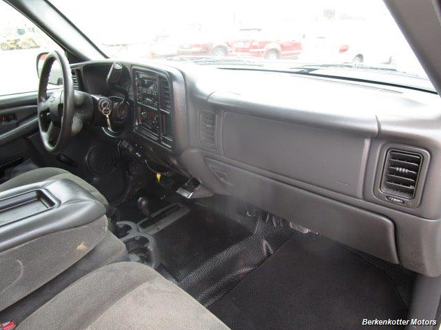 2007 Chevrolet Silverado 3500 Classic LS Crew Cab Utility Box 4x4 - Photo 11 - Castle Rock, CO 80104