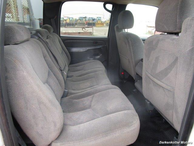 2007 Chevrolet Silverado 3500 Classic LS Crew Cab Utility Box 4x4 - Photo 16 - Castle Rock, CO 80104