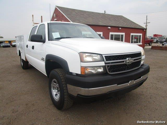 2007 Chevrolet Silverado 3500 Classic LS Crew Cab Utility Box 4x4 - Photo 2 - Castle Rock, CO 80104