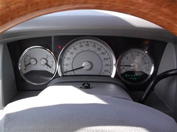 2007 Chrysler Aspen Limited - Photo 10 - Brighton, CO 80603