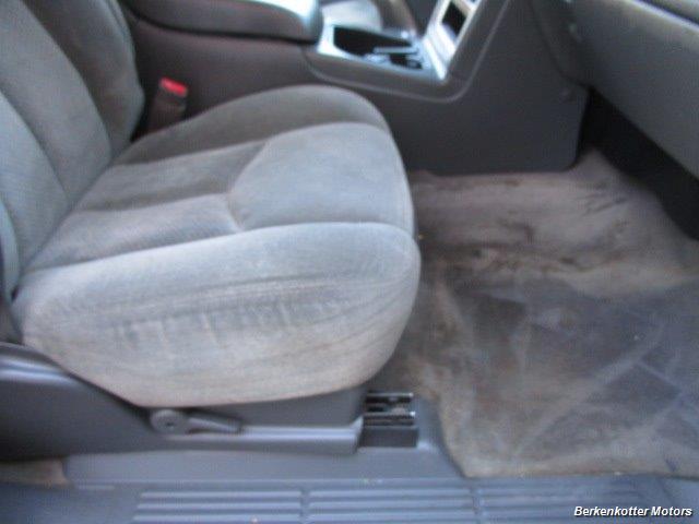 2004 Chevrolet Silverado 2500 LS Crew Cab 4x4 - Photo 16 - Brighton, CO 80603