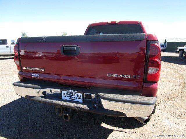 2004 Chevrolet Silverado 2500 LS Crew Cab 4x4 - Photo 6 - Brighton, CO 80603