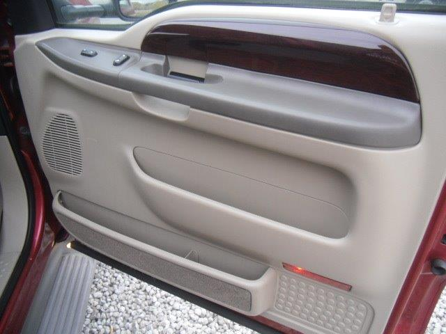 2003 Ford Excursion Eddie Bauer - Photo 36 - Brighton, CO 80603