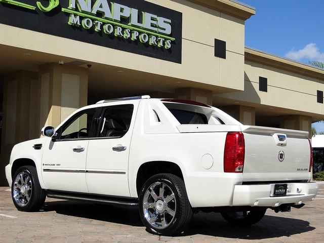 2008 Cadillac Escalade EXT - Photo 9 - Naples, FL 34104