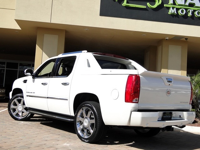 2008 Cadillac Escalade EXT - Photo 13 - Naples, FL 34104