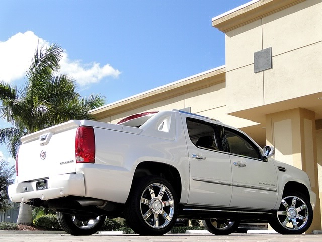 2008 Cadillac Escalade EXT - Photo 19 - Naples, FL 34104