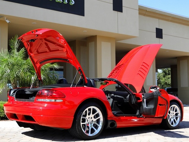 2003 Dodge Viper SRT-10 - Photo 4 - Naples, FL 34104