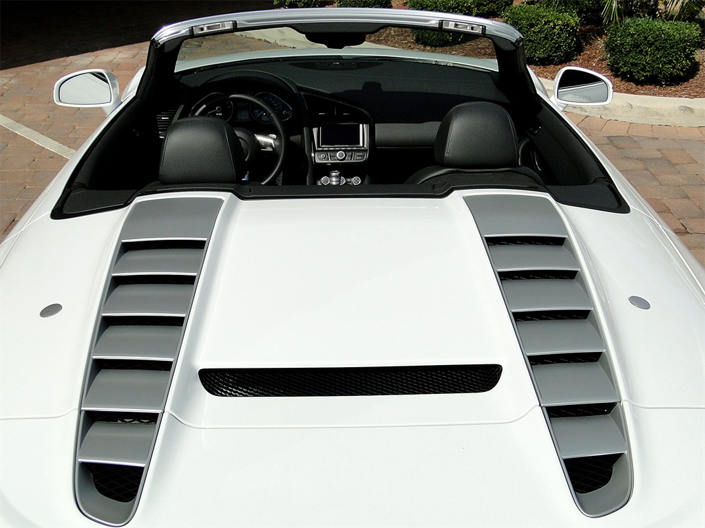 2011 Audi R8 5.2 quattro Spyder - Photo 11 - Naples, FL 34104