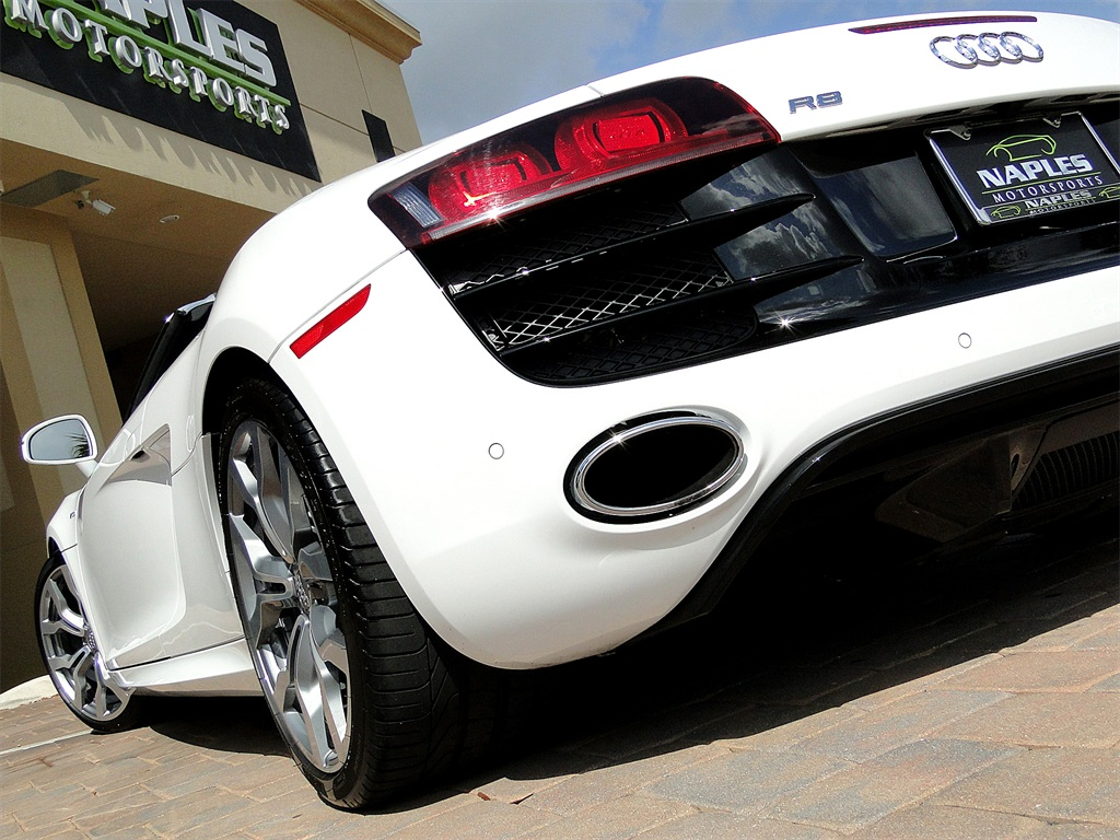 2011 Audi R8 5.2 quattro Spyder - Photo 46 - Naples, FL 34104