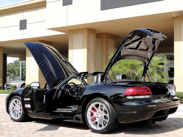 2005 Dodge Viper SRT-10 - Photo 35 - Naples, FL 34104
