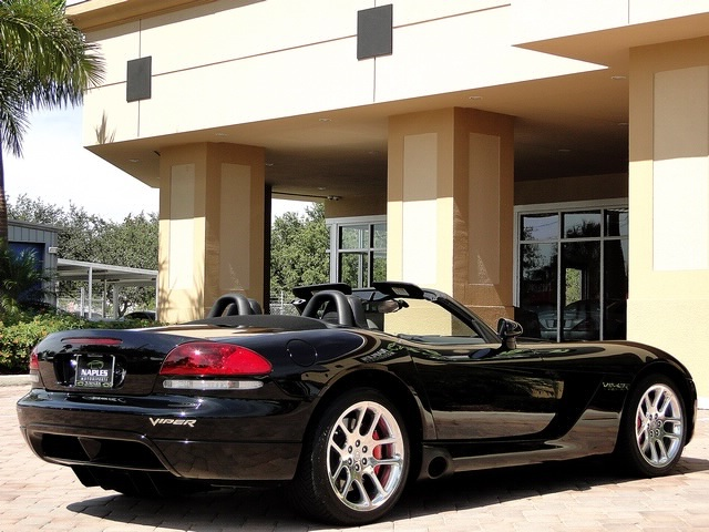 2005 Dodge Viper SRT-10 - Photo 44 - Naples, FL 34104