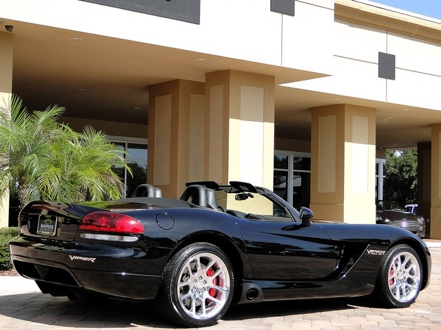 2005 Dodge Viper SRT-10 - Photo 17 - Naples, FL 34104
