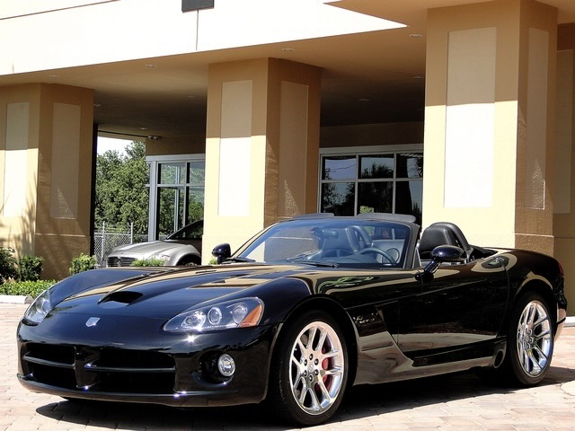 2005 Dodge Viper SRT-10 - Photo 42 - Naples, FL 34104