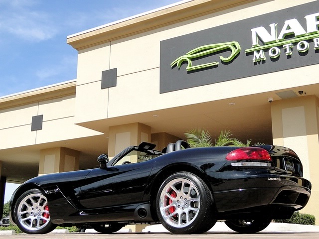 2005 Dodge Viper SRT-10 - Photo 38 - Naples, FL 34104