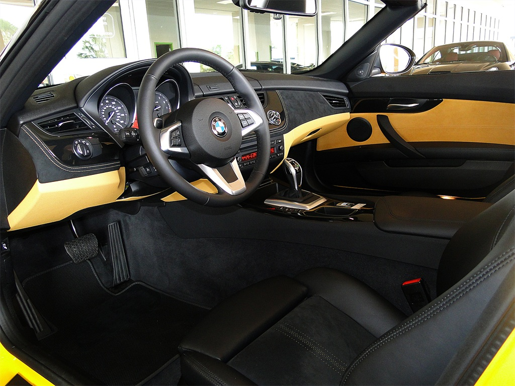2012 BMW Z4 sDrive28i - Photo 8 - Naples, FL 34104
