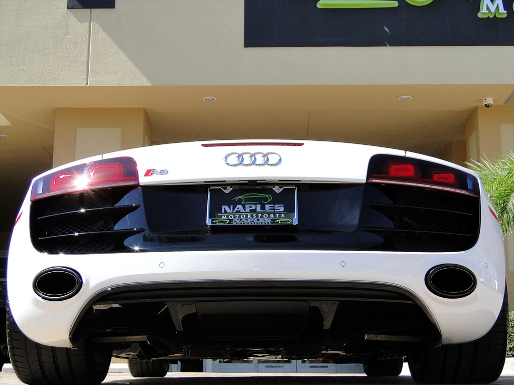 2012 Audi R8 5.2 Quattro Spyder - Photo 55 - Naples, FL 34104