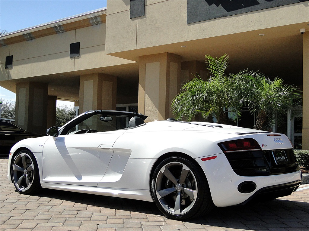 2012 Audi R8 5.2 Quattro Spyder - Photo 38 - Naples, FL 34104