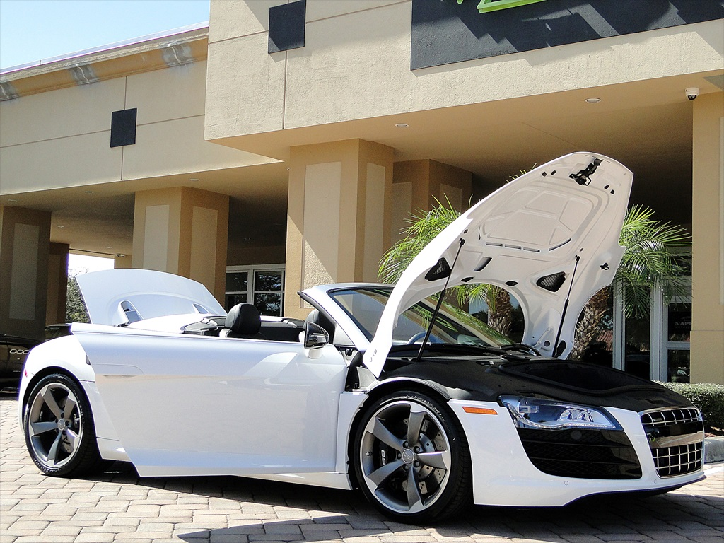 2012 Audi R8 5.2 Quattro Spyder - Photo 31 - Naples, FL 34104