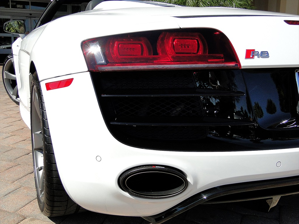 2012 Audi R8 5.2 Quattro Spyder - Photo 47 - Naples, FL 34104