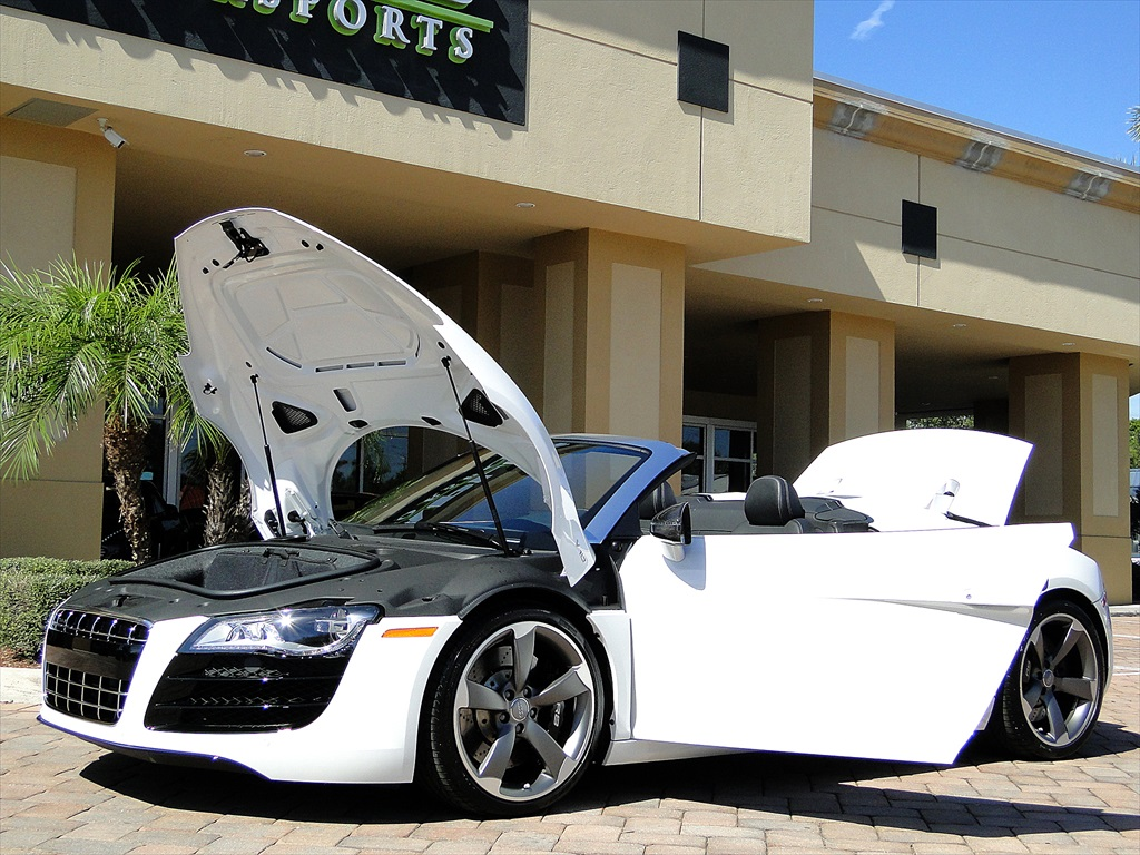 2012 Audi R8 5.2 Quattro Spyder - Photo 49 - Naples, FL 34104