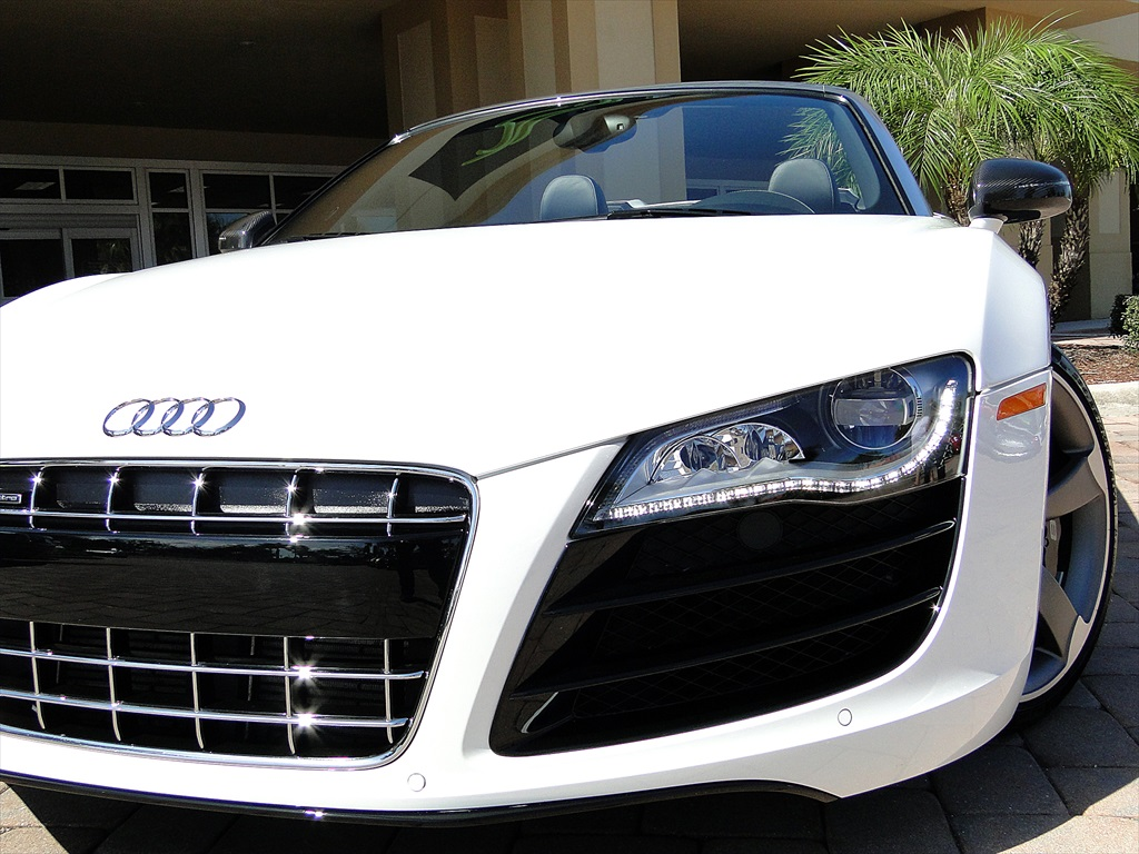 2012 Audi R8 5.2 Quattro Spyder - Photo 53 - Naples, FL 34104